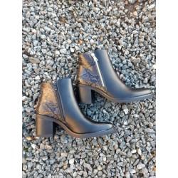 Støvle, sort med hæl