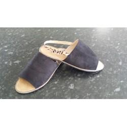 Sandal med dyreprint på ankenrem